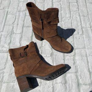Clarks NWOT brown suede heeled booties